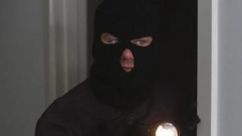 Комшия влезе да краде в къщата на дядо, но загази