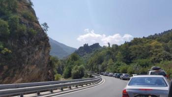 Тройна катастрофа заради тапа от ниска скорост
