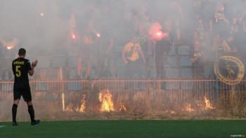 Марица слага седалки на стадиона в Самоков