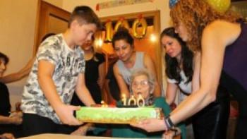 Баба Мария разкри как е доживяла до 100 години без грам здравословно хранене