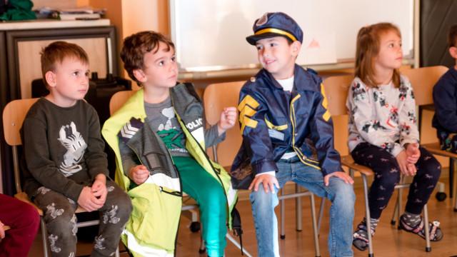 Полицаи гостуваха на деца в Пазарджик и Синитово - 1