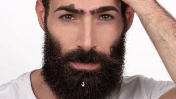 Бижута и гелове глезят окосмяването на мъжете