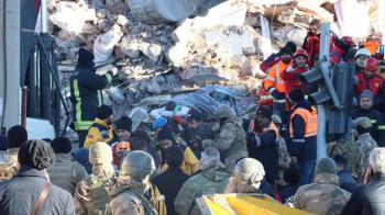 Адът в Турция - 45 спасени и 35 жертви СНИМКИ/ВИДЕО