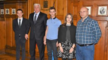 Здравко Димитров на среща с младежките омбудсмани: Бъдещето ни е в ръцете на хора като вас