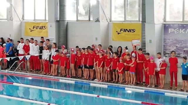 """Плуване: 7 отбора си оспорваха призовете на турнира """"Шампион'2020"""""""