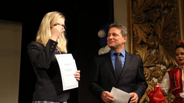 Нели и Виктория са Учениците на годината в Езиковата - 1