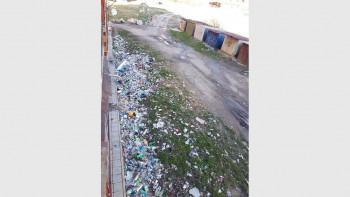 Глобяват домсъвет за боклуци зад блок в Хасково