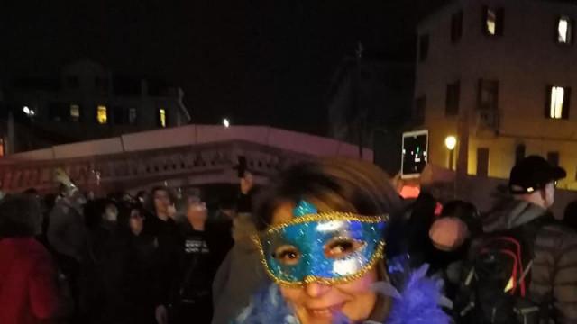 Сузана Николова се вихри на карнавала във Венеция - 0