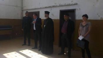 Заради агресия към свещеник: Камери и патрулки бдят край школо