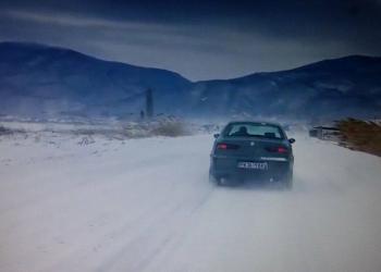 Затвориха пътя от Ханчетата за Варвара заради снегонавяване и обледяване