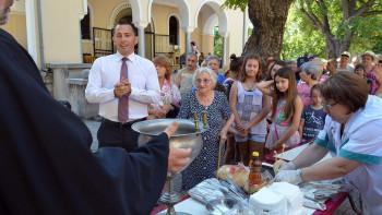 Ралев отваря благотворителен базар