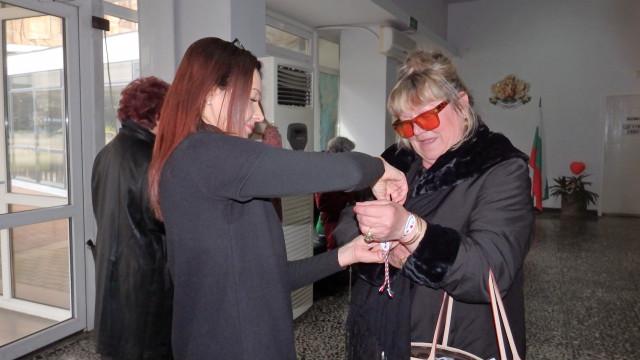 Кметство в Димитровград подарява мартеници - 2