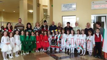 """Патриотичен спектакъл за 3-ти март изнесоха в кметството в """"Тракия"""""""