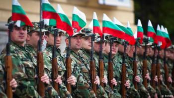 Всички младежи на военен отчет, за да се попълни армията