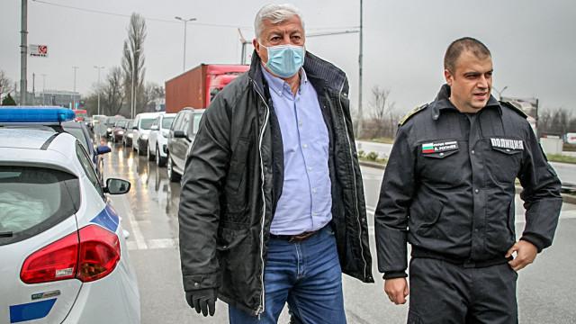 Кметът и шофьорите си стиснаха ръцете за КПП, решението взима Борисов (ОБЗОР)