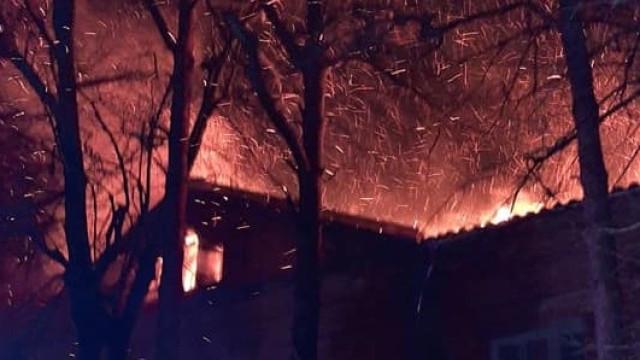 Избухна пожар в старата митрополия на Велико Търново ВИДЕО