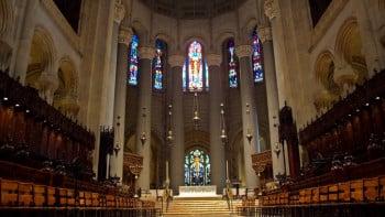 Катедралата Св. Джон се превръща в болница