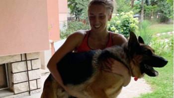 Вижте кой бди над съня на волейболистката Алекс Миланова