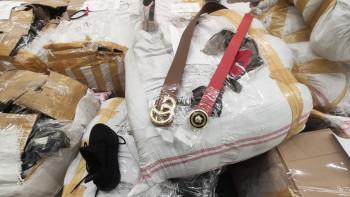 Спипаха 148 000 контрабандни маски в тир