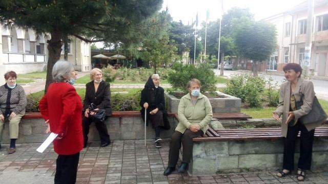 """Чрез """"Марица"""": Пенсионери от Брезово благодарят на всички на първа линия в борбата срещу COVID-19 ВИДЕО"""
