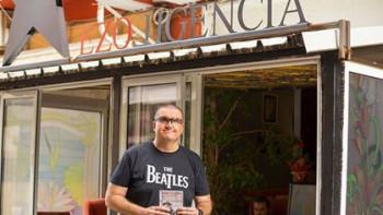 Учителят-блогър Илия Михайлов дари приходи от книга на болницата