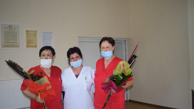 Отличиха медсестри за всеотдайността им в борбата с COVID-19