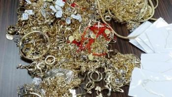 Митничари изровиха златно имане от два турски тира