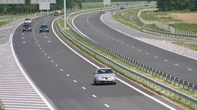 Камикадзе в бял мерцедес с пловдивска регистрация лети с 241 км/ч на магистралата