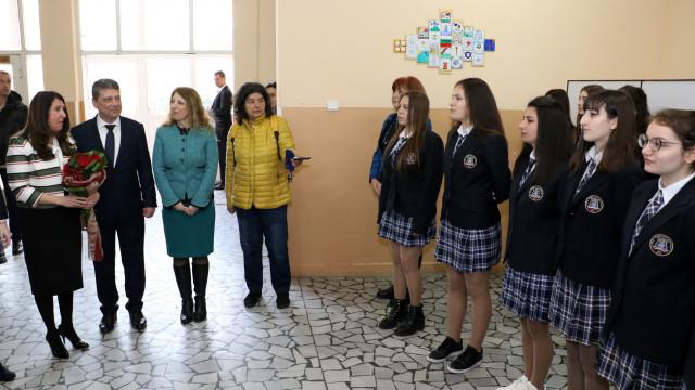 Бивши възпитаници на Езиковата в Хасково създават алумни сдружение