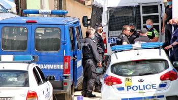 С чалга и полиция плашат COVID-19 в Перущица СНИМКИ