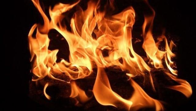 Пламна житен блок в Пловдивско, 2 пожарни борят пламъците