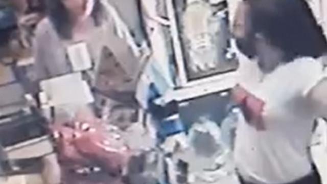 Куриоз! Инспектори от РЗИ дебнат за маски без маски ВИДЕО