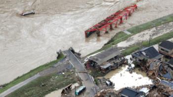 Наводненията в Япония взе над 20 жертви