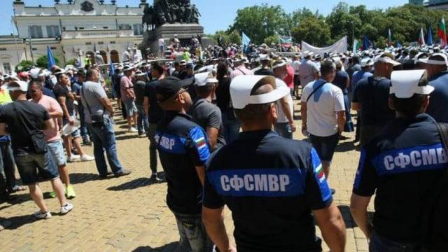 Полицаите излизат на протест навръх своя празник