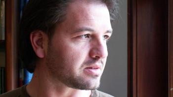 Психотерапевтът Иво Величков: Човекът в изолация си създава демони. Общувайте!