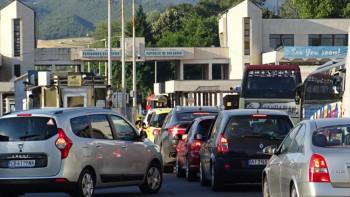 Румънците с безплатни тестове за Гърция, ние броим по стотачка
