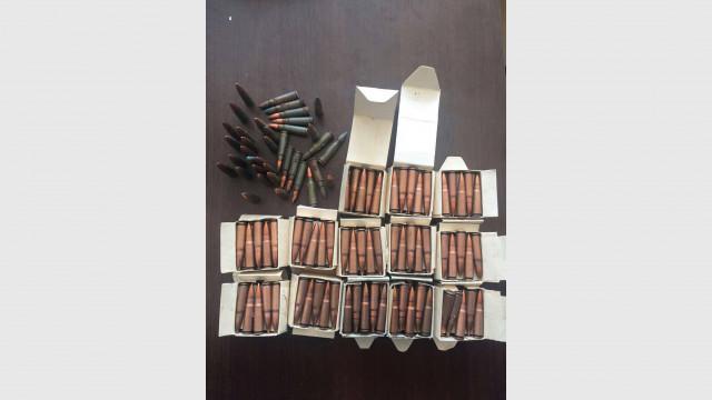 Натръшкаха въоръжен до зъби мъж и иманяр при спецакция в три пловдивски села СНИМКИ
