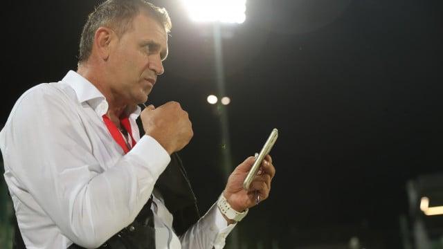 Раненият Акрапович даде тон за песен в рейса ВИДЕО