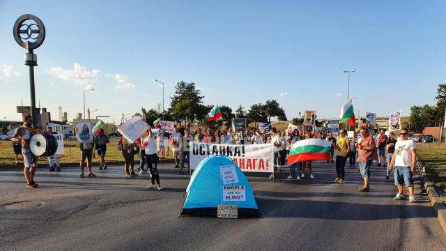 Протестът в София тръгна с класически концерт и представяне на книга
