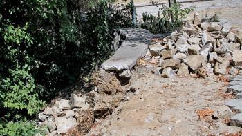 Строят нова подпорна стена на Сахат тепе СНИМКИ