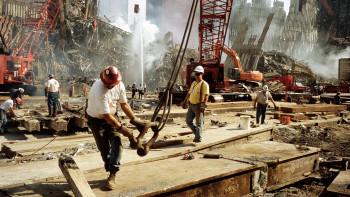 Световноизвестен фотограф показва уникални кадри от 11 септември