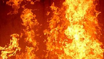 Пламна апартамент в Столипиново, три екипа гасят
