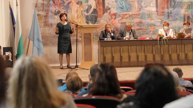 Караянчева с остри думи за Цветанов и подкрепата му към президента