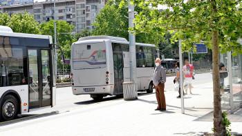 Ще висим повече по спирките: Режат с 12% рейсовете в градския транспорт