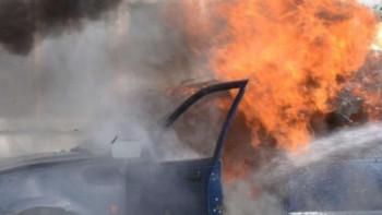 Кола пламна в движение на Кемера