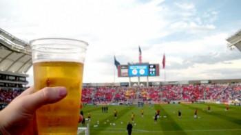 Back to game: В Русия връщат алкохола на стадионите