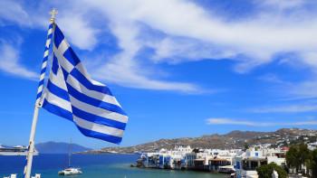 Затварят Гърция: Излизане само със смс, вечерен час и затворени училища в Солун и Серес