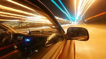 Лудост на пътя! Пловдивчанин кара в насрещното, дрифти и минава на червено