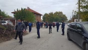 Черен дим погълна Катуница след пожара във фабриката СНИМКИ