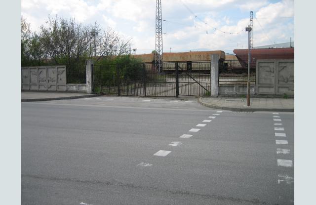 """Портата на бул. """"Найчо Цанов"""", където се е намирал старият стадион """"Локомонтив"""""""